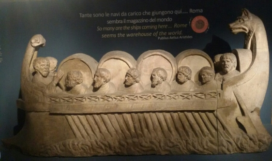 monumento sepolcrale a forma di nave per il trasporto mercantile