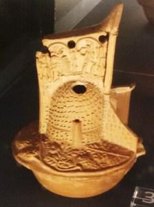 lucerna a forma di elmo di gladiatore