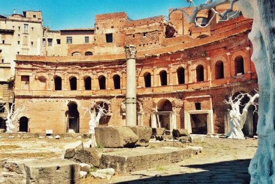 I Mercati di Traiano dal basso dell'Esedra