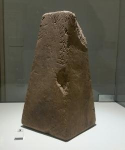 Una base di statuetta incisa con iscrizione in etrusco