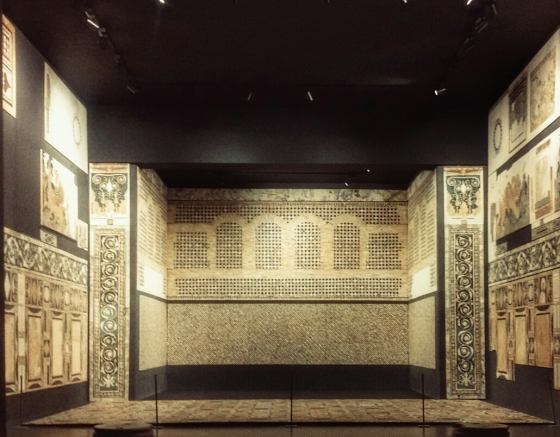L'aula decorata in opus sectile della domus di Porta Marina ricostruita al Museo Nazionale dell'Alto Medioevo